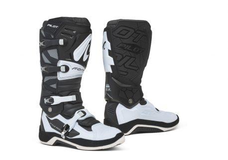 forma-pilot-boots-black-white